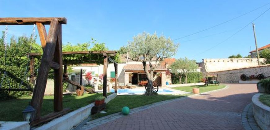 Villa Persin is selected according to criteria relating to traditional Dalmatian way of living. You can enjoy in romantically decorated stone house with beautiful floral garden.
