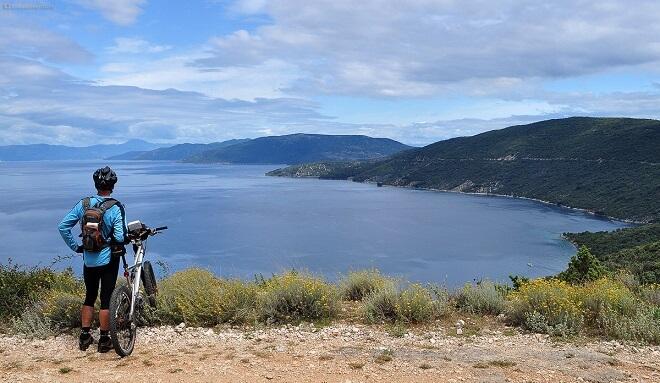 A person admiring the view of Vransko Jezero