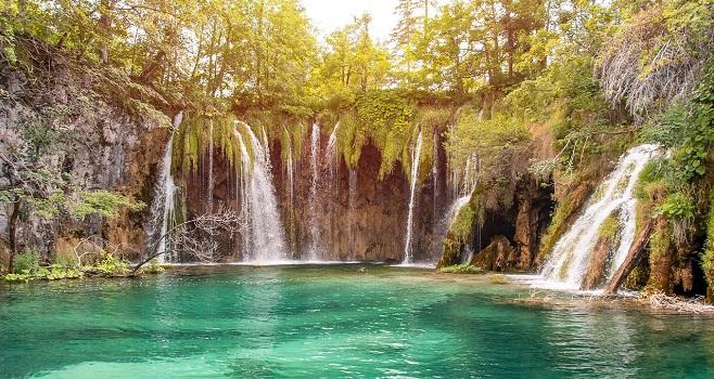 Beautiful scenery at Plitvice lakes
